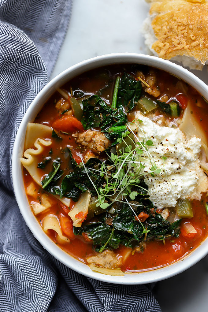 Vegetarian Lasagna Soup | A hearty, filling soup that isn't laden with calories like a traditional lasagna. Easily adapted to be vegan too!